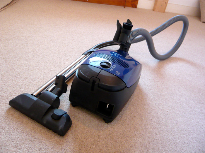 Canister carpet vacuum cleaner